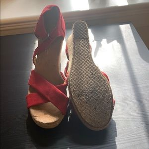 Toms Shoes - Toms size 7 wedges
